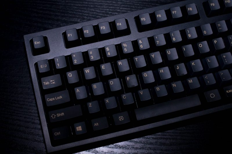 b44583d288 トコログは去年新しく発売されたRealforceR2という2万円の高級キーボードを使うようになりました。 若い頃は「キーボードに2万とか……」って思いそうですが、今は買って  ...