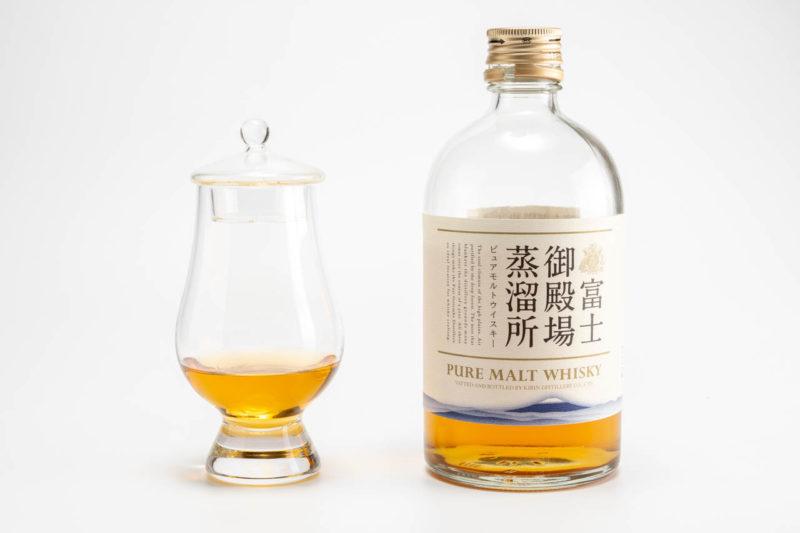 富士御殿場蒸留所ピュアモルトウイスキーとグラス